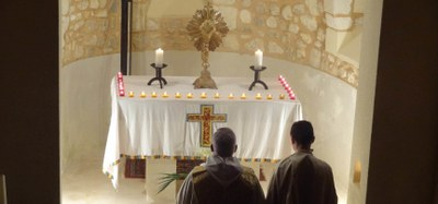 Le samedi 19 novembre 2016 à Saint Trojan, a eu lieu la veillée de prière pour la protection de la Vie, animée par les séminaristes et les lycéens, rythmée par des chants, des lectures bibliques et des méditations.
