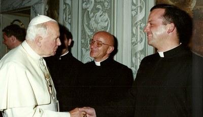 Abbé avec Jean Paul II 20002