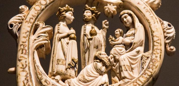 Épiphanie du Seigneur l adoration des Mages Détail d une crosse épiscopale médiévale en ivoire Victoria Albert Museum Londres