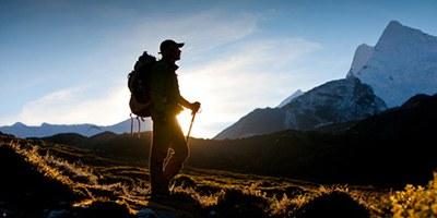 Montagne randonneur soleil 400x2001